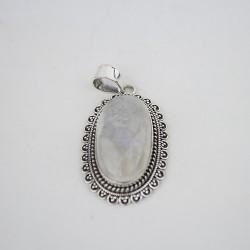 Pendentif en argent 925 avec une pierre de Lune ovale .